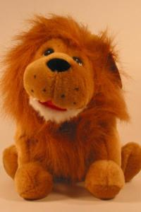 sam-the-lion-puppet