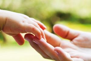 child-mother-hands